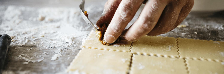 Tortelli di zucca e patate con ricotta e coriandoli di prosciutto crudo